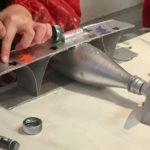 Maquette : biplans créés avec une bouteille recyclée